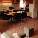 Complexe Euro-méditerranéen - présentation de l'espace salle à manger des gîtes Les Hauts du Gévaudan